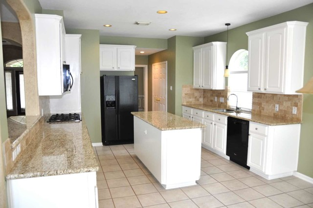 Investor Kitchen Makeover - Traditional - Kitchen - houston - by Aaron Layman Properties