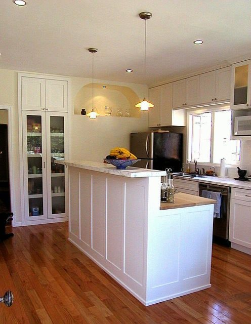 Island Counter American Traditional Kitchen