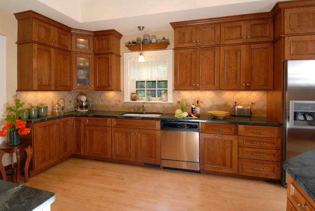 Italian Inspired Kitchen Traditional Kitchen By Bella Domicile