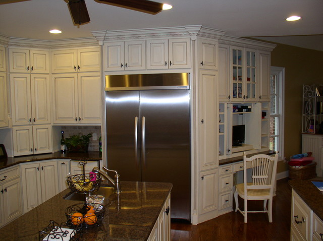 Jackson traditional kitchen atlanta by raymond for Kitchen cabinets jackson