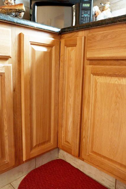 Jahan ~ OAK CABINETS - Traditional - Kitchen - dallas - by DaVill Kitchens