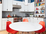 Bold Color Perks Up the Kitchen of a Chef and a Bartender (6 photos)