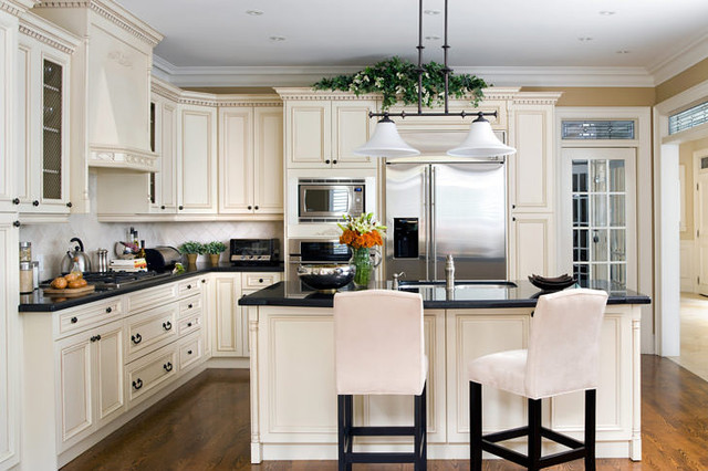 Interior designers jane lockhart cream coloured kitchen traditional kitchen