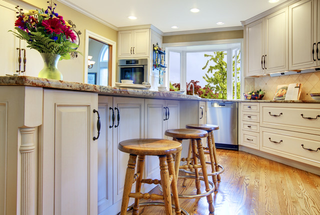 Jeannine Dealy traditional-kitchen