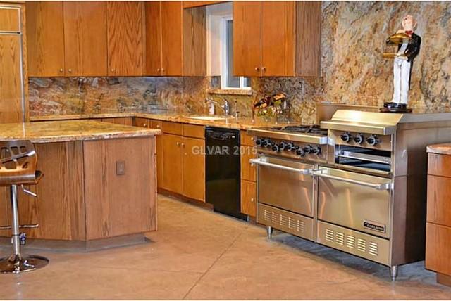Elegant kitchen photo in Las Vegas