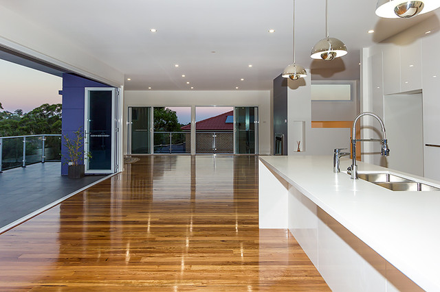 Jenolan split level at figtree nsw contemporary dining for Split level home designs sydney