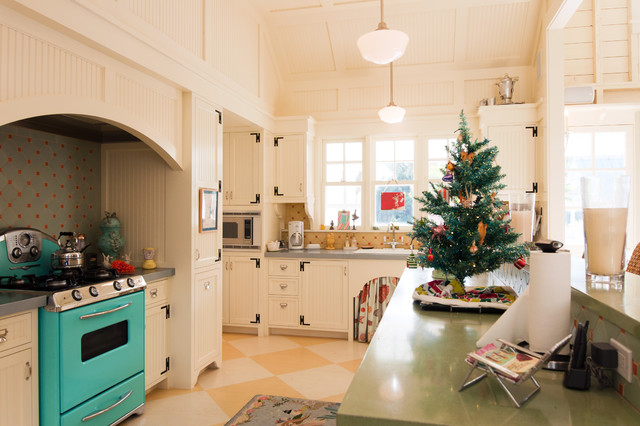 Traditional Kitchen by Janet Paik