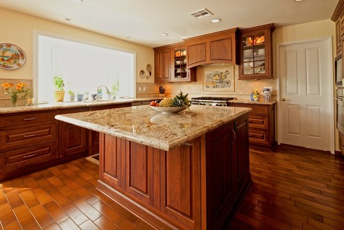 Typhoon bordeaux granite with cherry cabinets typhoon for Cherry bordeaux kitchen cabinets