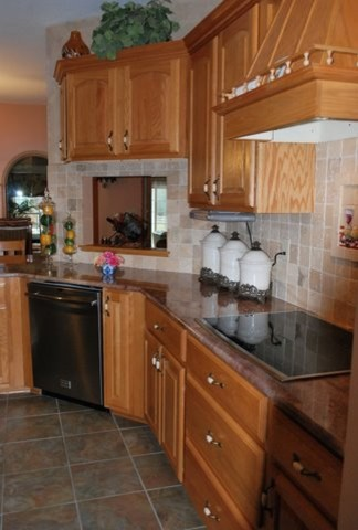 Juparana Bordeaux Granite traditional kitchen