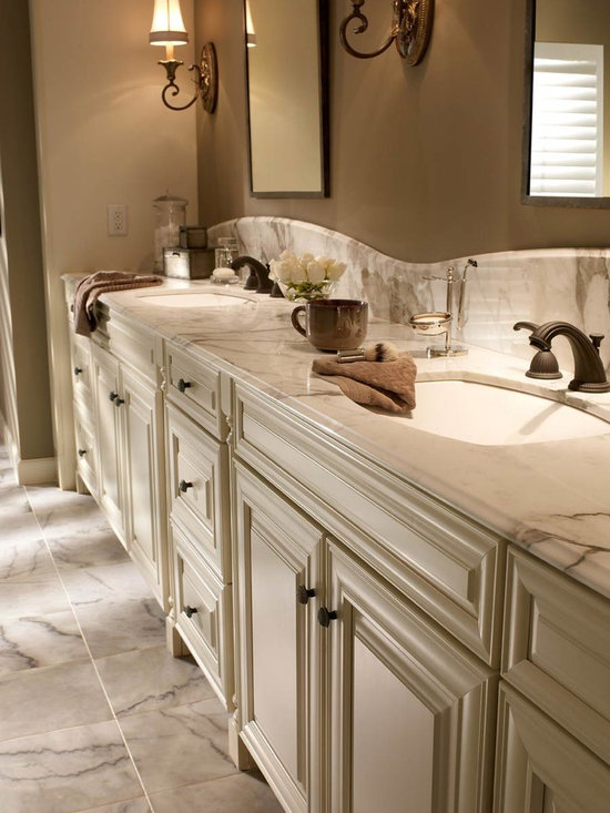 KabinetKing-Waypoint Cabinetry - KabinetKing-Style 720R in Maple Cream Glaze