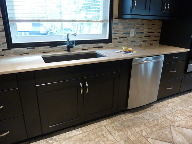 Kaluha kitchen regina for Kitchen cabinets regina
