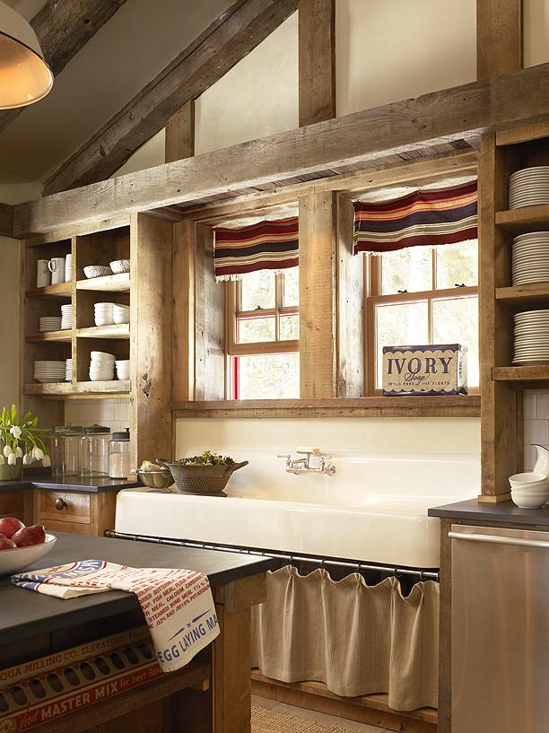 Kitchen - traditional kitchen idea in San Francisco