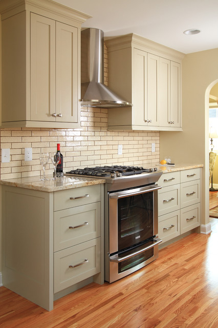 Kenny Colonial traditional-kitchen