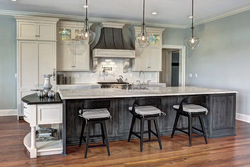 Do The White Cabinets Have A Glaze On Them Great Hood Who Made