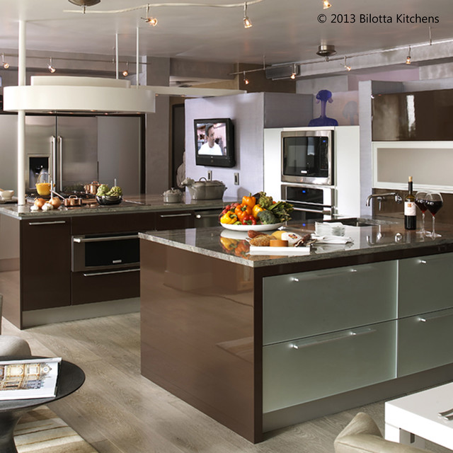 Example Of A Trendy Kitchen Design In New York