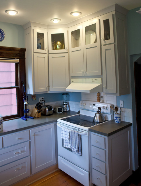 Kitchen 9 greenlake overlay traditional kitchen for Kitchen cabinets seattle