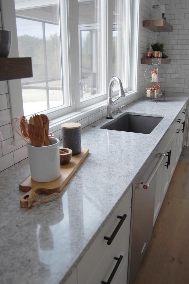 Kitchen And Baths Lg Viatera Everest