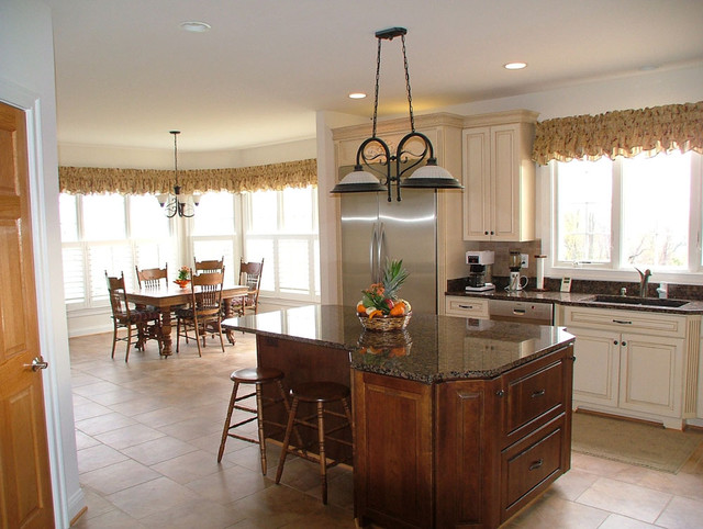 Kitchen and breakfast nook traditional-kitchen