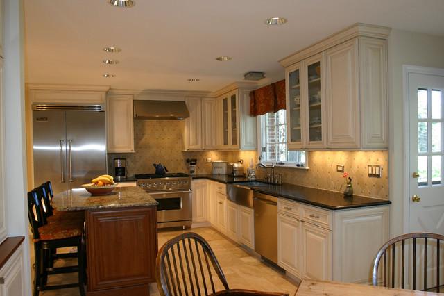 Kitchen & laundry/mud room remodel, Barrington Hills, IL traditional-kitchen