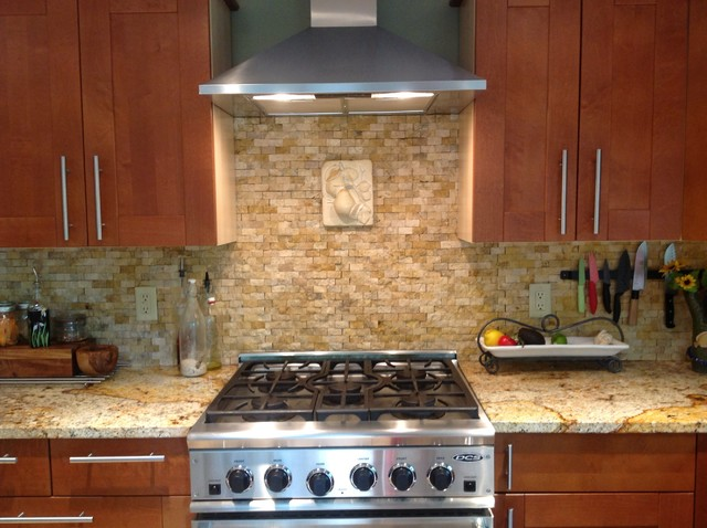 Kitchen backsplash with split face stone