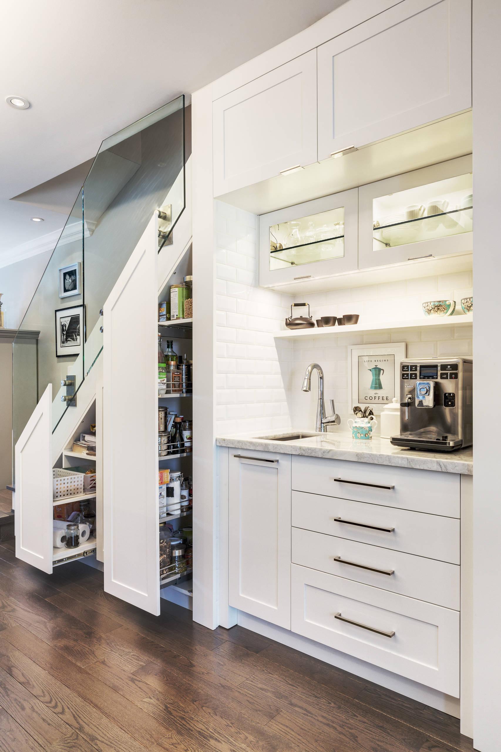Kitchen bar and storage