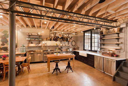 Merveilleux In Fact, This Kitchen Encompasses All Of The Décor That Pulls A Restaurant  Style Kitchen Together  Hanging Pots And Pans, Open Air Shelving, ...