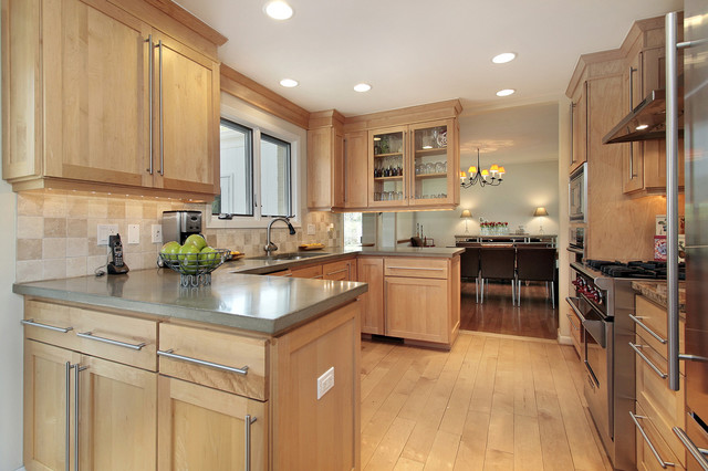 Attrayant Example Of An Arts And Crafts Kitchen Design In Boston