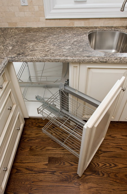 Kitchen cabinet with magic corner - Traditional - Kitchen - toronto - by Danniels-French Design