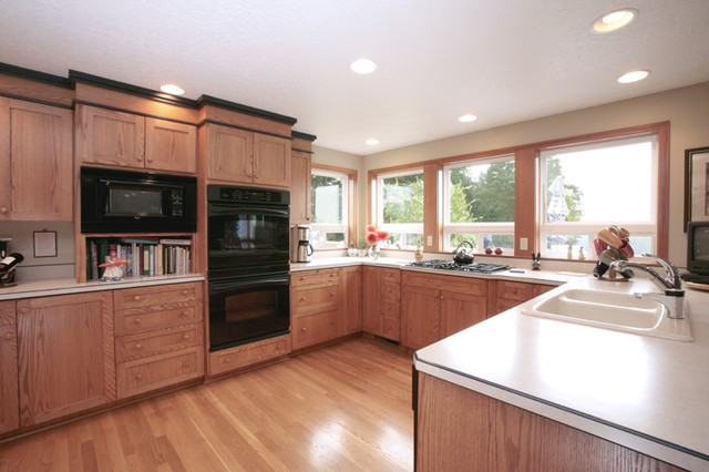 Kitchen Cabinets, Crown Molding, Laminate Countertops Traditional Kitchen
