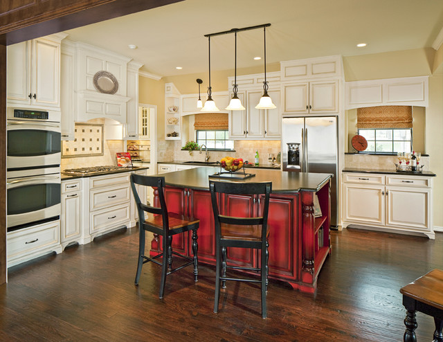 Farmersville traditional-kitchen