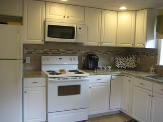 Kitchen Classics-Narragansett - Traditional - Kitchen - Providence - by Lowes of Seekonk, MA