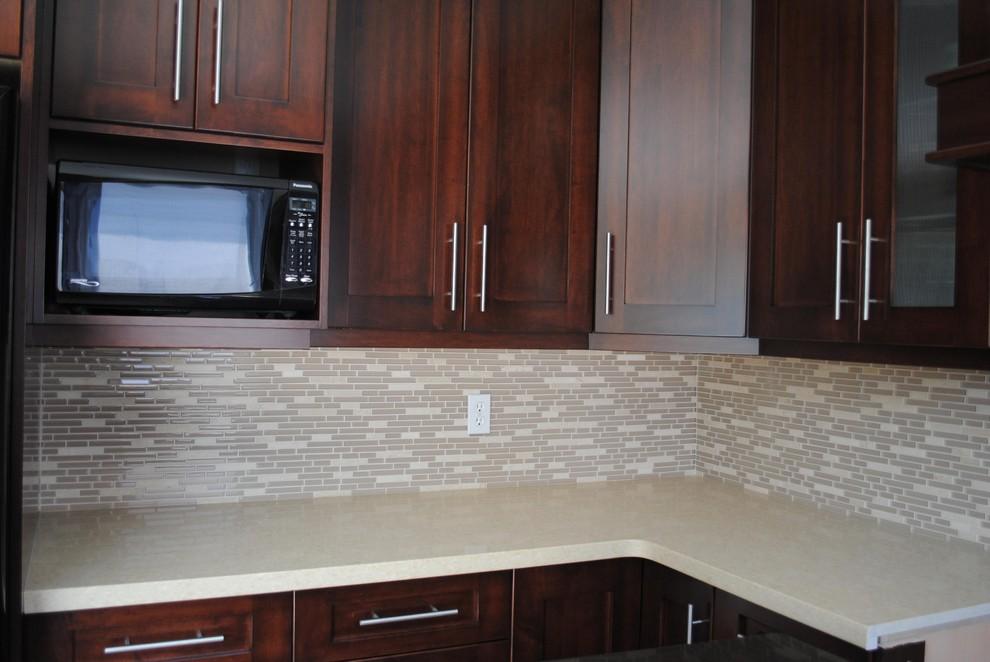 Kitchen Countertop And Backsplash Modern Kitchen Toronto By Caledon Tile Bath Kitchen Centre