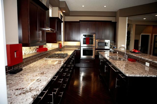 Kitchen countertops traditional kitchen edmonton for Kitchen cabinets 99 street edmonton