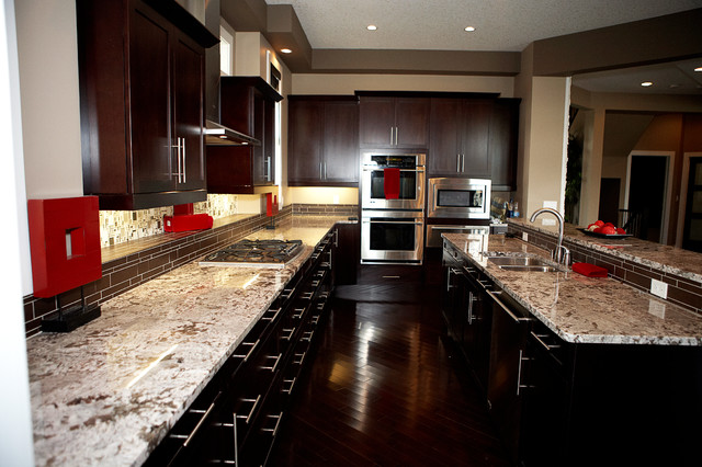 Example Of A Clic Eat In Kitchen Design Edmonton With An Undermount Sink