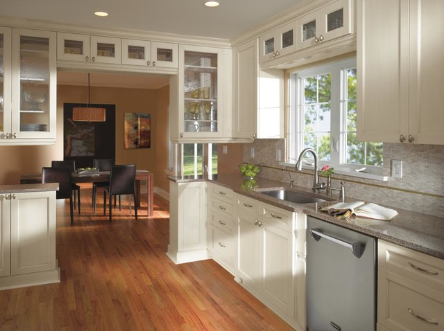 Kitchen craft white kitchen cabinets traditional for Kitchen craft cabinets