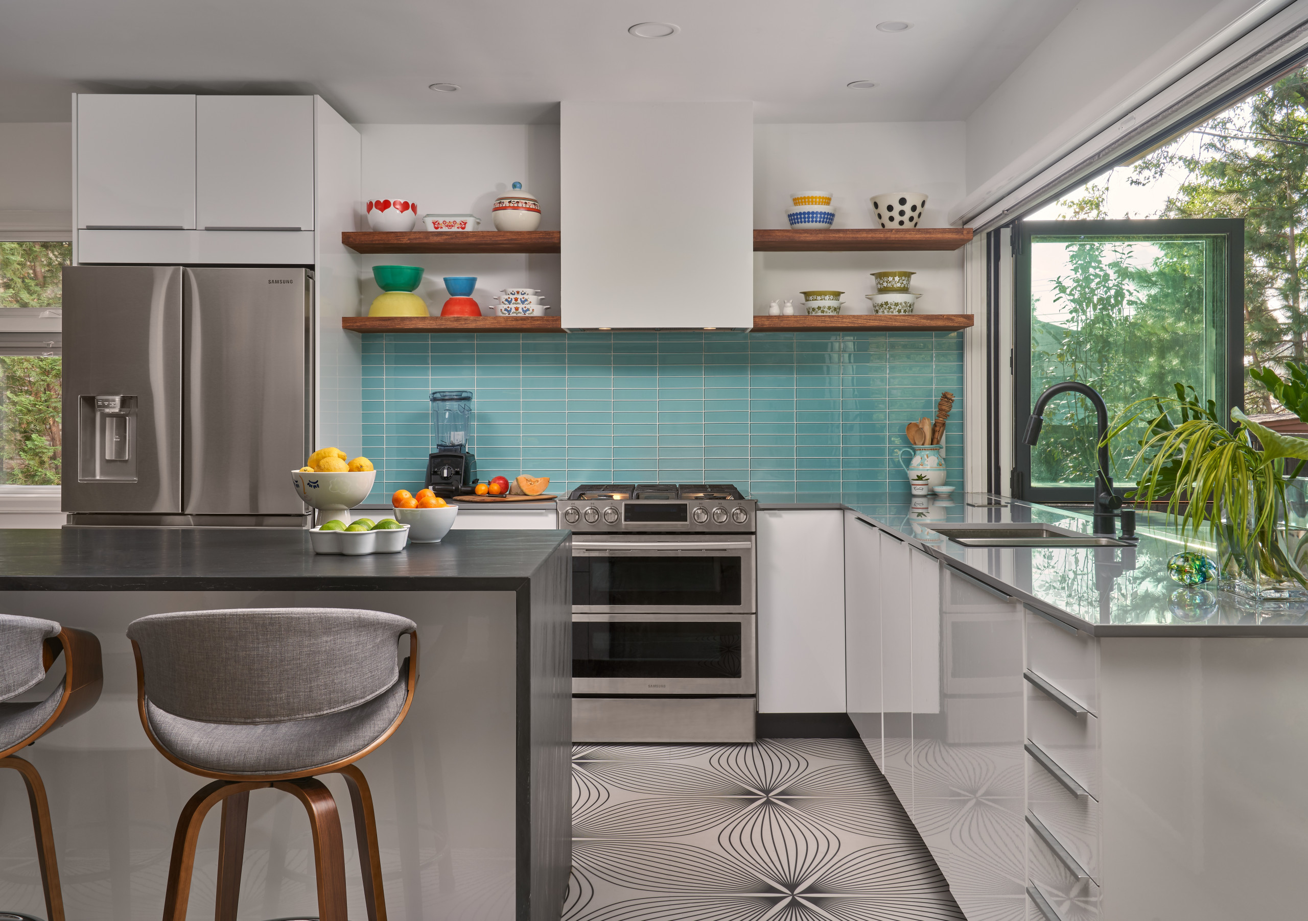75 Beautiful Kitchen With Glass Tile Backsplash Pictures Ideas November 2020 Houzz