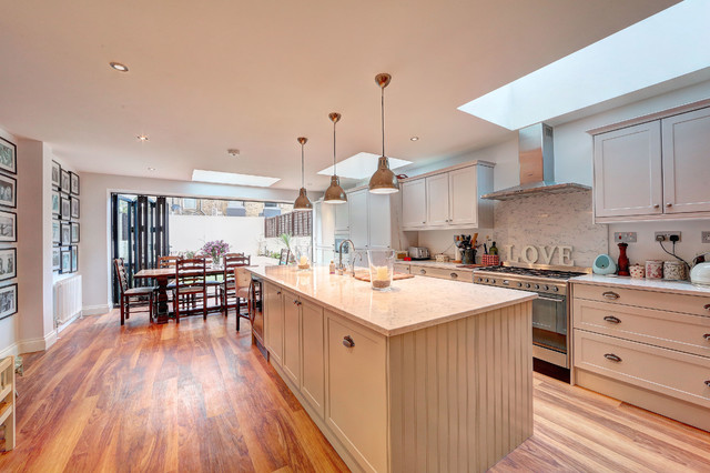 Kitchen extension london for Traditional kitchen extensions