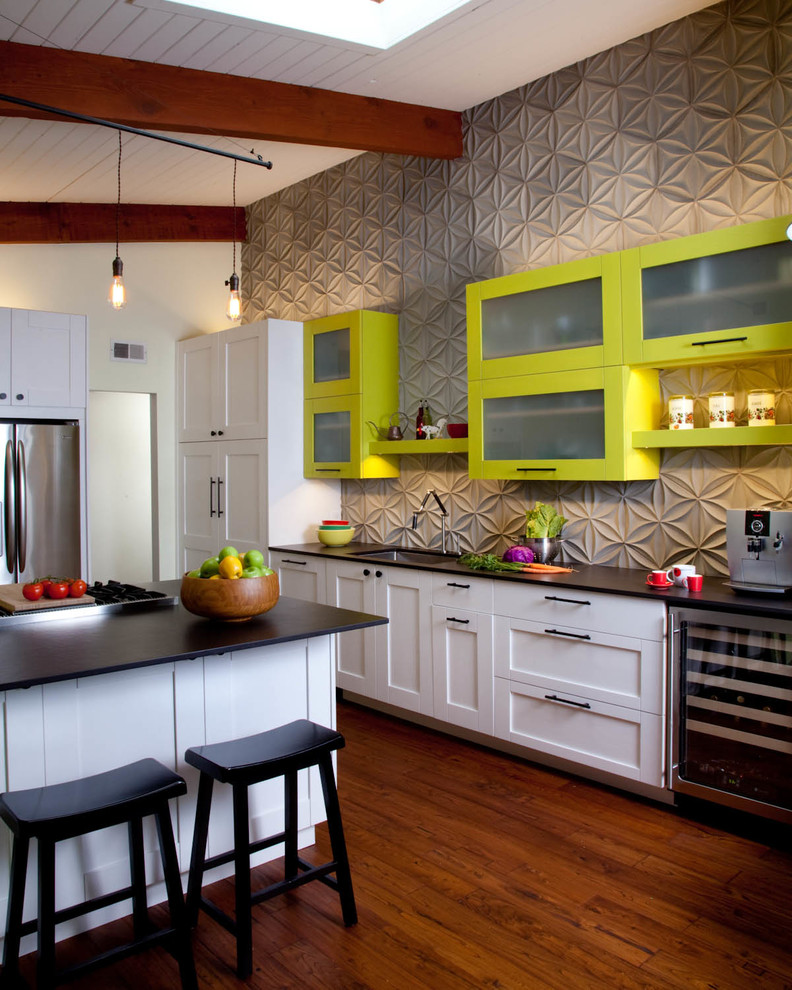 Example of a trendy dark wood floor kitchen design in San Diego with an undermount sink, shaker cabinets, green cabinets, gray backsplash, stainless steel appliances and an island