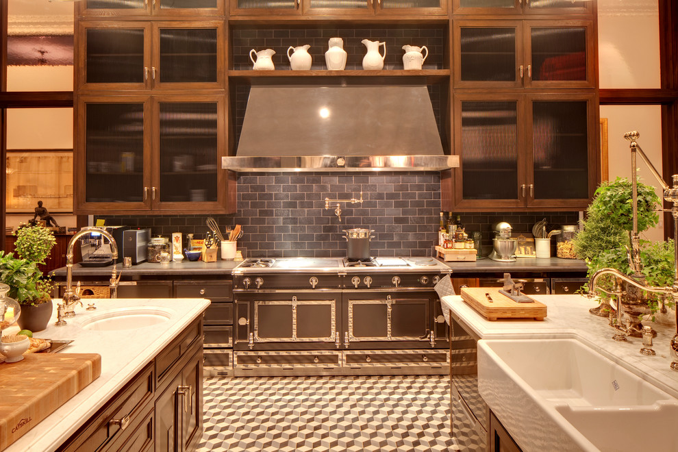 Example of a classic kitchen design in Los Angeles with a farmhouse sink