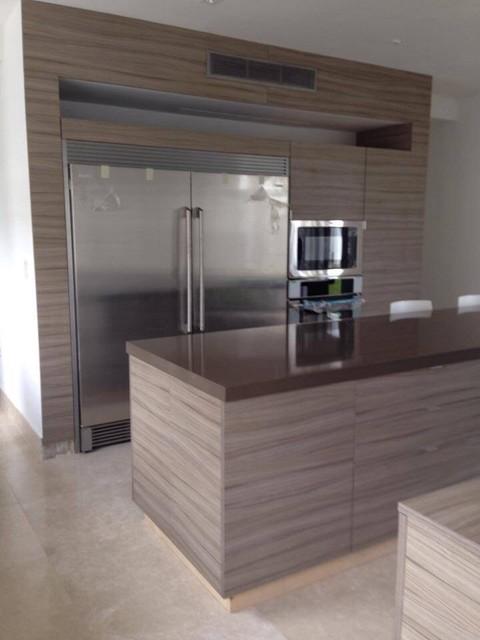 Kitchen - Grey gloss acrylic and textured grey melamine doors