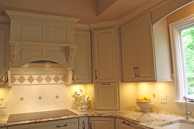 Kitchen Hood Vent Electric Over Cooktop - Traditional - Kitchen - Cleveland - by JM Design Build