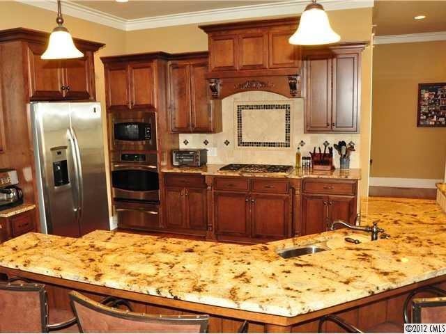 Kitchen traditional-kitchen