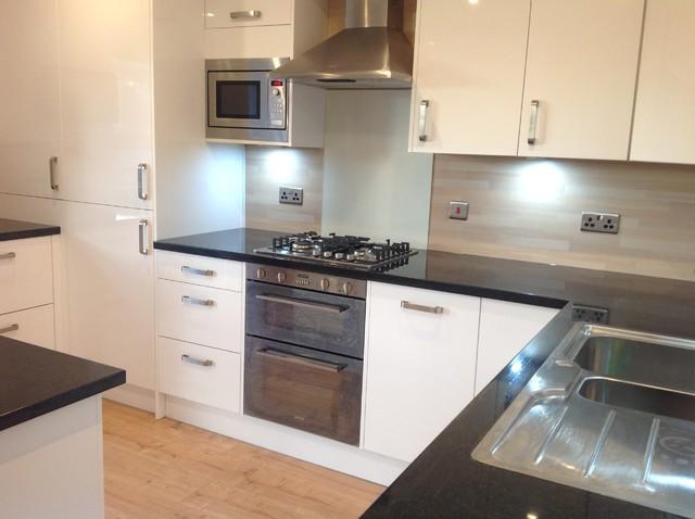 Kitchen in jordanhill glasgow contemporary kitchen for Kitchen furniture glasgow
