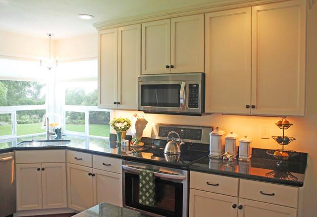 Kitchen in Watsonville contemporary-kitchen