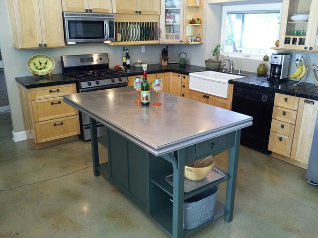 Kitchen island counter traditional kitchen san for Traditional kitchen equipments