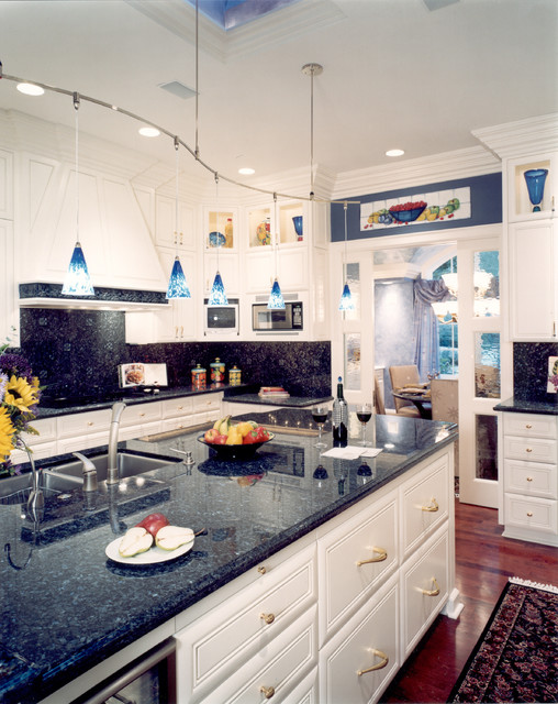 Project 'Seventeen' traditional-kitchen