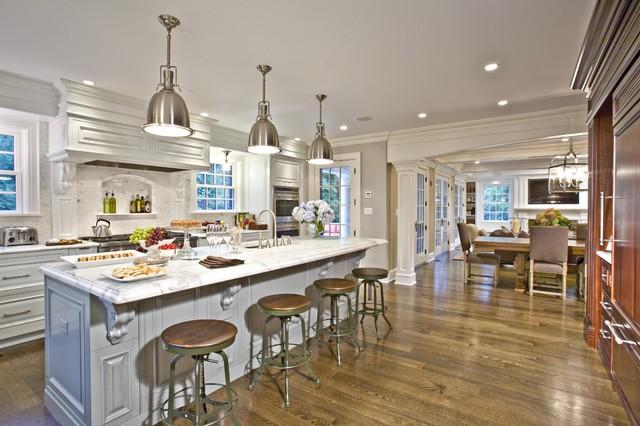 Kitchen island traditional-kitchen