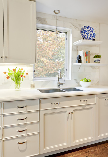 Kitchen Contemporary Idea In Toronto With A Double Bowl Sink And Marble Backsplash