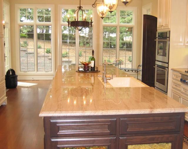 Кухня с большим окном фото