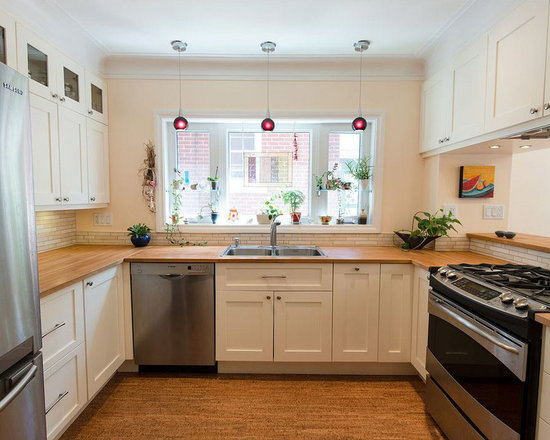 Sized Kitchen Design Photos with Beige Cabinets and Shaker Cabinets